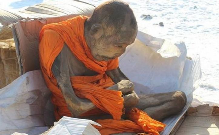 550547_momia_budista